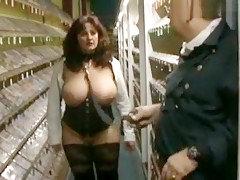 Videothek Bukkake! Sperma-Drecksau Heidi schluckt alles!