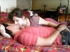 AMATEUR INDIAN COUPLE HAVING SEX AT HOME.