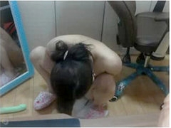Chinese camgirl stuck a big dildo in her tight butt
